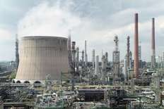 Small shell chemicals  plant in wesseling  germany 1435747058