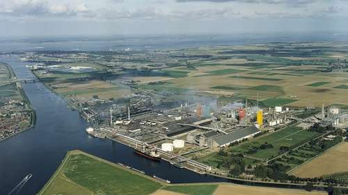 In 2011, Yara completed the construction of a new world scale urea solution plant in Sluiskil (source: invest in Holland)