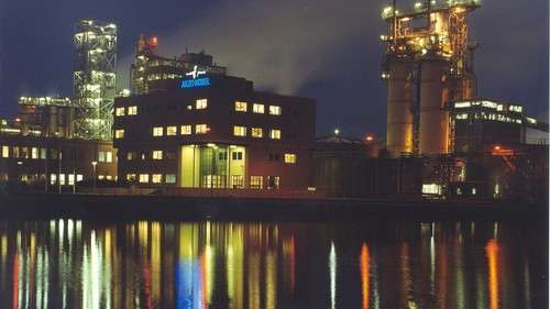 Night impression of the Akzo salt and chlorine plant