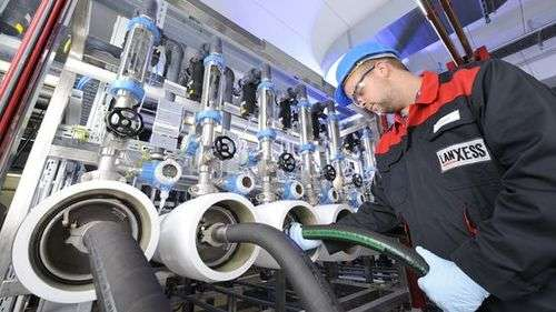 For quality assurance purposes each individual Lewabrane product is checked in an element tester at the LANXESS site in Bitterfeld, Germany. Photo: LANXESS AG