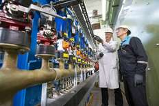 Small two covestro employees inspect a demonstration plant during a planned downtime 1529515980