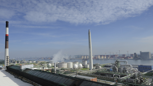 LANXESS produces at its Antwerp site Lillo Caprolactam, a pre-product for the high-tech plastic Durethan. Durethan is needed amongst others in the automotive industry. The location of the Caprolactam plant in the world harbor Antwerp is a main logistics advantage.