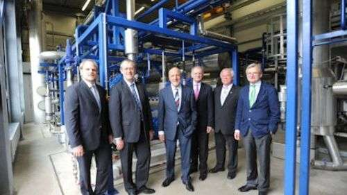 Delighted with the inauguration of their carbon dioxide production plant in Frankfurt (left to right): Tobias Guttroff (Managing Director at Sauerstoffwerk Friedrich Guttroff GmbH), Gerhard Schlüter (Managing Director at CO2 Betriebs-GmbH & Co.), Wolfgang Fritsch-Albert (Chairman of the Board of Westfalen AG), Heinz Gausling (Project Manager at Westfalen AG), Heribert Ritzel (Head of Sales at Riessner-Gase GmbH) and Ingo Nawrath (Managing Director at basi Schöberl GmbH & Co. KG)