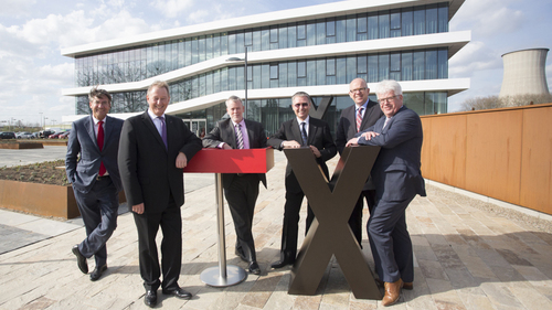 Inauguration of the new headquarters of LANXESS' business unit Keltan Elastomers (f. l. t. r.): Maxime Verhagen, member of the Supervisory Board of Chemelot Campus, Günther Weymans, head of the Keltan Elastomers business unit, Bert Kip, Managing Director Chemelot Campus, Werner Breuers, member of the Board of Management of LANXESS AG, Twan Beurskens, Deputy for Economic Affairs for the Province of Limburg, and Sjraar Cox, Mayor of Sittard-Geleen.
