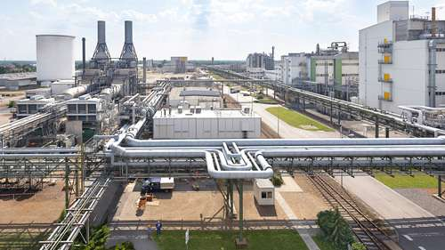 BASF's production site Schwarzheide is located in the Lausitz region of southern Brandenburg, Germany, and is one of the company's largest production sites in Europe. A state-of-the art plant for the production of cathode materials is to be built at this site in 2022. The plant will initially run on energy from the highly efficient CHP plant (left) and will also use renewable energy in the future.